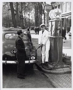 Benzinepomp van garage Tabak Nieuwe Zijds Voorburgwal.