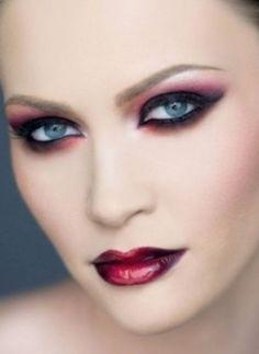 Gothic vampi makeup