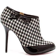 Absolutely fantastic!!!.....Sierra+-+Black+Patent+Grey+by+Paris+Hilton. Cutie bootie