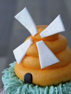 Windmill Cupcake. How cute is that?!?!