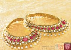 Stunning payal with kundan rubies and pearls India Jewelry, Jewelry Shop, Jewelry Design, Fashion Jewelry, Cute Anklets, Tanishq Jewellery, Pakistani Jewelry, Indian Accessories, Wedding Jewelry