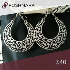 Premier Jewelry silver scroll earrings! Fish hook back, so cute! Premier Designs Jewelry Earrings