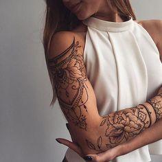 Who likes henna? Stunning arm piece by @veronicalilu @tata.tsvetkova #inkspiringtattoos ❣️❤️