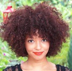 Découvrez la belle chevelure de la bloggueuse Priscilla. Elle vous dévoile sa routine capillaire pour des cheveux au top !