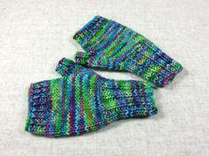 Kinder Armstulpen 2 bis 3 J. Grün, Violett, handgestrickt, fingerlose Handschuhe Merino Schurwolle von frostpfoetchen auf Etsy