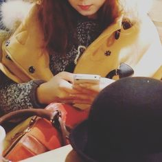 Winter daily look, pedora, cape-coat, red satchel bag