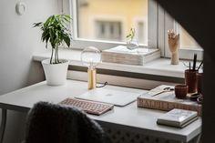Zona de trabajo mínimal > https://www.decoratualma.com/blog/2016/10/duplex-escandinavo.html