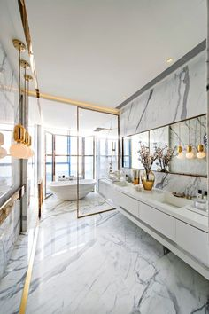 Great bathroom design with marble and gold by Kelly Hoppen. | Tolles Badezimmerdesign mit Marmor und Gold von Kelly Hoppen. #bathroom #marble #gold #badezimmer #marmor #kellyhoppen