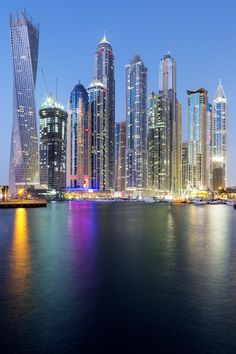 Vertical view of Skyscrapers in Dubai Marina! #Evolutiontravel #AbuDhabi