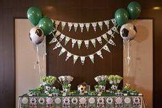 Mesa dulce para comunión con temática futbolera. www.celebralobonito.es