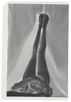 Man Ray - Jambes et porte-jartelles  vers 1935 ( negatif)