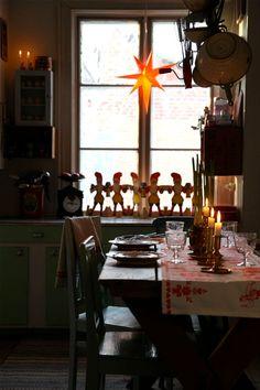 Primitive Country Christmas, Swedish Christmas, Cottage Christmas, Scandinavian Christmas, White Christmas, Christmas Feeling, Christmas Is Coming, Christmas Time, Vintage Christmas Ornaments