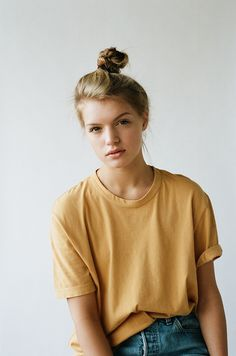 Weekend Mood: Top Knot / Tee / Jeans (via Bloglovin.com )