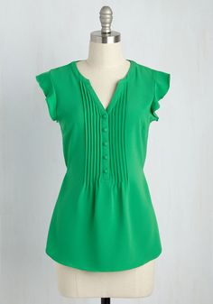 Expert In Your Zeal Top in Grass. Your boundless knowledge pulls your trivia night team to first place, and in this kelly green top, you make the celebration look stylishly sweet! #green #modcloth