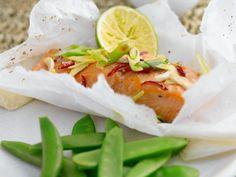 Gedämpfter Lachs mit Zuckerschoten - smarter - Zeit: 30 Min. | eatsmarter.de