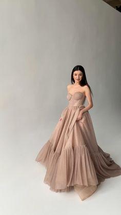 Minimal Wedding Dress, Slit Wedding Dress, Elegant White Dress, Elegant Dresses, Prom Dresses Blue, Evening Dresses, New Dress Pattern, Fantasy Gowns, Fairytale Dress