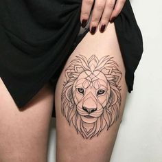 ▷ 1001 + ideas and inspirations for a thigh tattoo- ▷ 1001 + Ideen und Inspirationen für ein Oberschenkel Tattoo woman with lion head tattoo, tattoo with geometric motifs, realistic eyes, red nail polish - Lion Head Tattoos, Music Tattoos, Leg Tattoos, Girl Tattoos, Small Tattoos, Tattoo Thigh, Dragon Tattoo For Women, Dragon Tattoo Designs, Henna Tattoo Designs