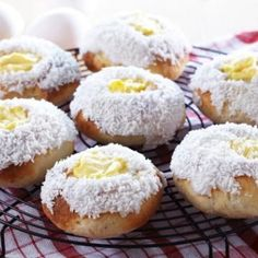 Kanelknuter Fra Bakeriet I Lom - Oppskrift fra TINE Kjøkken Custard Buns, Norwegian Food, Reception Food, Bread And Pastries, Something Sweet, Sweet Desserts, Bread Baking, Gluten Free Recipes, Bakery