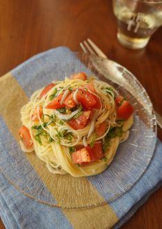 大葉が爽やか!トマトとシラスの冷製パスタ by 楠みどり 「写真がきれい」×「つくりやすい」×「美味しい」お料理と出会えるレシピサイト「Nadia   ナディア」プロの料理を無料で検索。実用的な節約簡単レシピからおもてなしレシピまで。有名レシピブロガーの料理動画も満載!お気に入りのレシピが保存できるSNS。