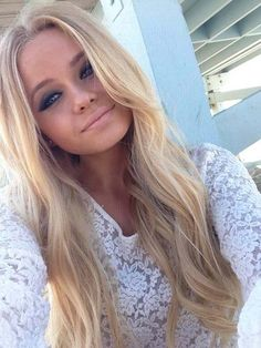 if only my hair was this long..blonde,, love her makeup