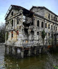 Photo by Buying real estate has been regarded as a wise investment throughout history. Old Buildings, Abandoned Buildings, Abandoned Places, Abandoned Property, Abandoned Mansions, Photo Post Mortem, Haunted Places, Old Houses, Beautiful Places