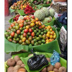 Jocotes y guanacas en el mercado umm que ricos! Guatemala!