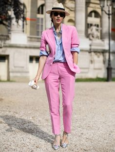 Street looks défilés haute couture : la vie en rose. This could SOOO work in Palm Springs.Id wear some swell white oxfords with this outfit. But Id wear it for sure!