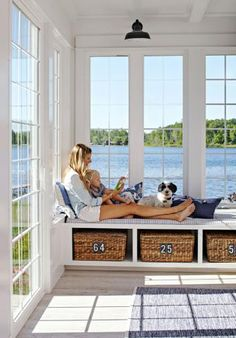 House Tour: Lake House Effect What a sunroom! A beautiful view from a Michigan cottage, plus ample storage for games and books from the window seat's cubby baskets. More photos from this home: www. Home Living Room, Living Room Decor, Living Spaces, Sunroom Windows, Bay Windows, House Windows, Cottage Windows, House Porch, Beach Cottage Style