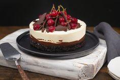 Tort cu vișine și ciocolată inspirat de Foret Noire - Ciocolată Şi VanilieCiocolată Şi Vanilie Baking Recipes, Cake Recipes, Dessert Recipes, Crazy Cakes, Just Cakes, Sweet Cakes, Chocolate Desserts, Pavlova, No Bake Cake