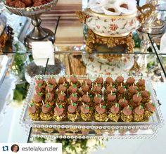Repost @estelakunzler.l ・・・ Duas das minhas paixões, montar eventos e tirar fotos de delícias! Um dos eventos do final de semana do @atteliededocescarolinadarosci  48-3333-7007 #eventos #atteliededoces #docesfinos #fotos #doces #photos #sweet #florianopolis #santacatarinabr #wedding #casamento #party #festa