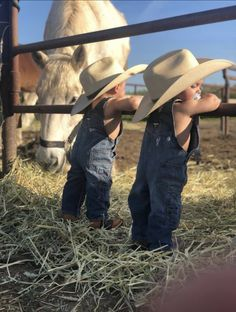 Real Cowboys 🤠 Courtesy of: Western Baby Clothes, Western Babies, Cute Baby Clothes, Country Babies, Cowboy Baby, Little Cowboy, Cute Little Baby, Baby Kind, Cute Kids
