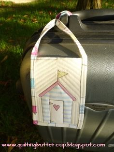 DIY quilted luggage tag: know your suitcase at a glance!