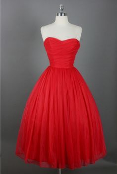 This would be so pretty for prom. Too bad I can't pull stuff like this off