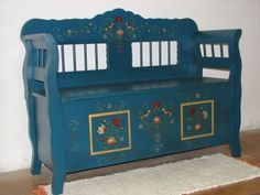Chest/bench-seat decorated with Tulip designs Old Benches, Furniture Makeover, Hungary, Wood Crafts, Painted Furniture, Folk Art, Traditional, Antiques, Old Things