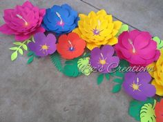 Beautiful, vibrant, colorful Moana theme paper flower set, with assortment of leaves in different shades of green Moana Birthday Party, Hawaiian Birthday, Birthday Parties, Bulletin Board Tree, Summer Bulletin Boards, Gift Card Bouquet, Moana Theme, Hawaiian Party Decorations, Tropical Party