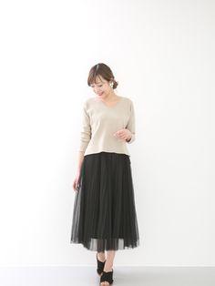 春が近づくと着たくなるチュールスカートは、色味を大人っぽくスタイリング。