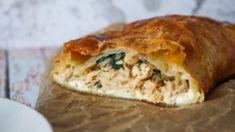 Butterdejsstang Med Kylling, Pikantost Og Spinat Big Mac, Crunches, Spanakopita, Feta, Turkey, Pizza, Snacks, Ethnic Recipes, Spinach