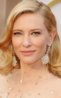 Cate Blanchett, Best Accessories, Oscars, Chopard drop earrings, featuring opals set in white gold with diamonds.