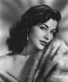 Bunny's Vintage Musings: Pinup Girl of the Month: March: Mara Corday Golden Age Of Hollywood, Vintage Hollywood, Hollywood Glamour, Hollywood Stars, Hollywood Actresses, Classic Hollywood, Glamour Vintage, Vintage Beauty, Classic Actresses