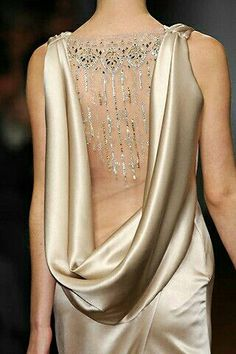 Backless dress with rhinestones Christopher Josse 2008 Spring Haute Couture Ao Dai, Beautiful Gowns, Beautiful Outfits, Gorgeous Dress, Bridal Gowns, Wedding Gowns, Mode Glamour, Fashion Details, Fashion Design