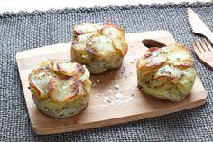 MILLE FEUILLES DE POMMES DE TERRE (Pour 6 pièces : 750 g de pommes de terre à chair ferme,  75 g de beurre fondu, 1 c à s bombée d'herbes de Provence, sel)