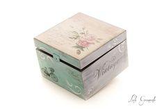 #Caja de #madera con #rosas y detalles #París. Pintada a mano. www.lolagranado.com