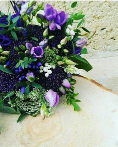 Bouquet de mariée. Purple flowers. Les Mauvaises Herbes, artisans fleuristes. #lesmauvaisesherbes #flowers #purple #purplewedding #event #eventbordeaux #mariage #mariagebordeaux.