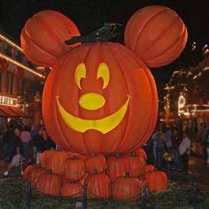 GiantMickey-o-Lantern:   California Disneyland at HalloweenPictures