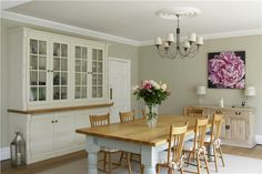 A dining room with walls in Clunch Estate Emulsion, ceilings in Wimborne White Estate Emulsion, trim in All White Estate Eggshell, cabinet in Wimborne White Estate Eggshell and table in Pale Powder Estate Eggshell. Country Kitchen, New Kitchen, Kitchen Dining, Dining Decor, Wooden Kitchen, Dining Room Colors, Kitchen Wall Colors, Kitchen Walls, Kitchen Cabinets