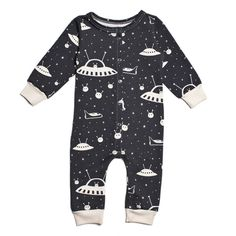 The Winter Water Factory long sleeve romper with outer space print is made of certified organic cotton and is a perfect one-piece outfit. Baby Boy Fashion, Fashion Kids, Fashion 2018, Fashion Clothes, Fashion Accessories, Baby Boy Outfits, Kids Outfits, Style Baby, Bebe Love