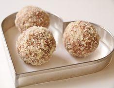 Pepparkaksbollar Lchf, Raw Food Recipes, Paleo, Muffin, Food And Drink, Tasty, Breakfast, Desserts, Fort