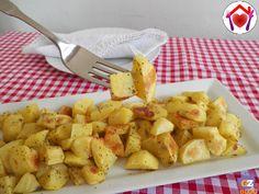 A chi non piacciono le patate arrosto? Quando le preparo a casa vanno a ruba, ma ci vuole un po' per prepararle... ho imparato a prepararle con il microonde