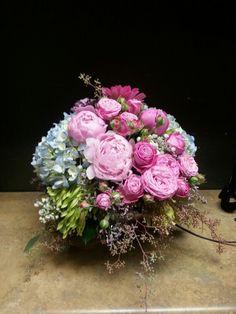 Blue pink flower arrangement for wedding and event Pink Flower Arrangements, Amazing Flowers, My Flower, Pink Flowers, Floral Wreath, Wreaths, Weddings, Decoration, Blue