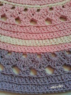 Crochet Rug Patterns, Crochet Doilies, Crochet Hats, Punto Red Crochet, Rug Making, Handmade Art, Fabric Crafts, Rugs, Knitting